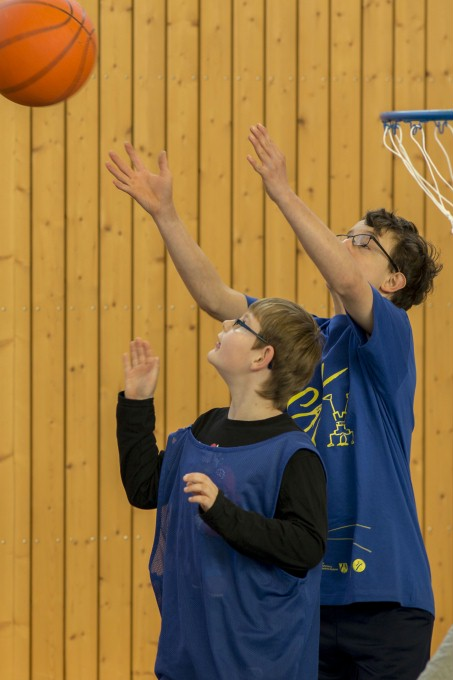 Basketballer in Aktion